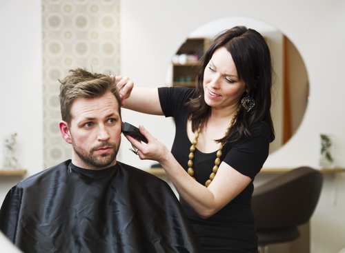 Your Hair Salon Tipping Guide for the Holiday Season